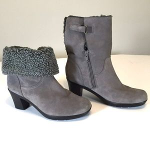 Clarks Bendables Boots Heels Suede Leather Cuffed